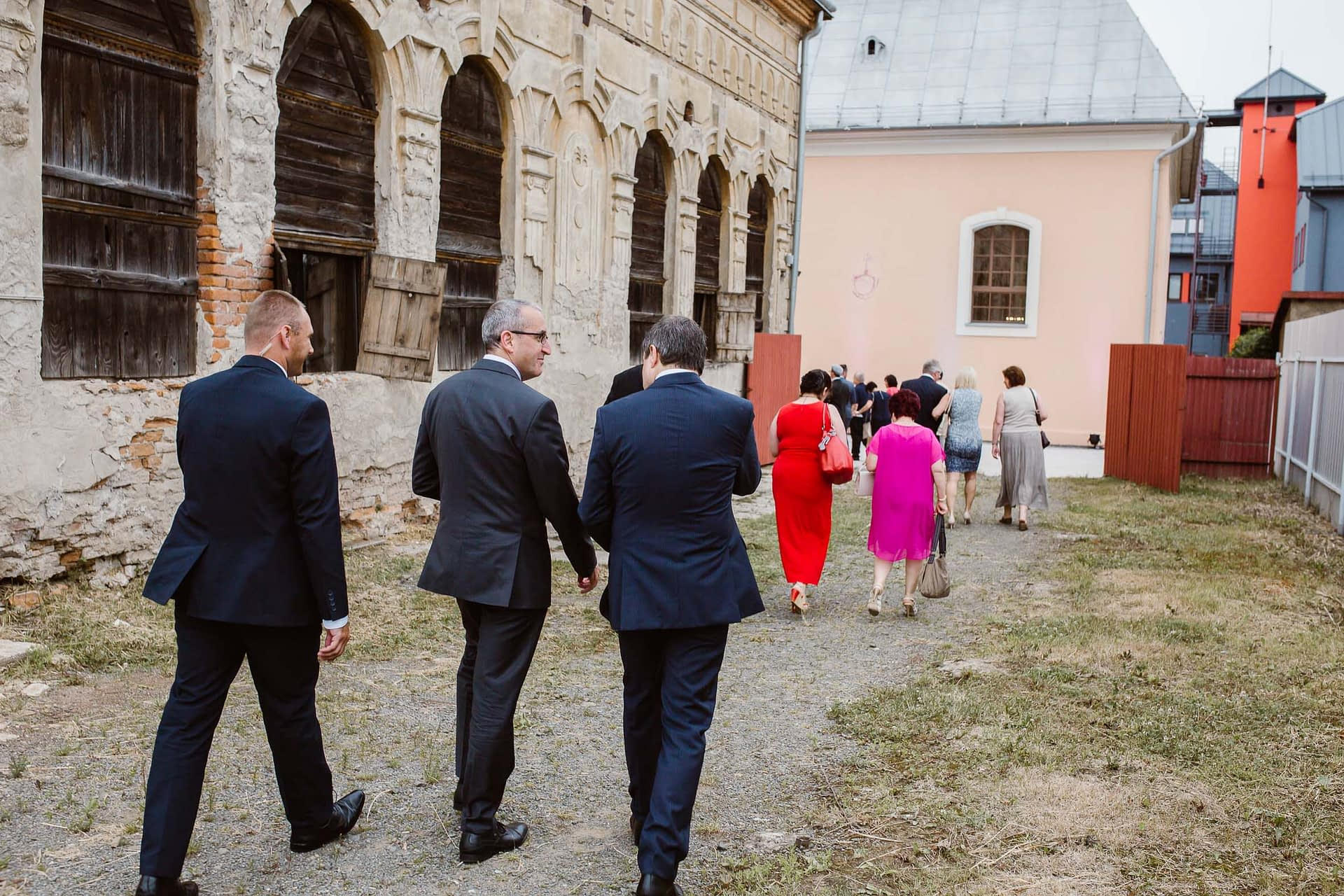 Many of the attendees of the first ceremony walked over to the synagogue afterwards to hear speeches by UZZNO representatives, city and government officials, H.E. Zvi Aviner Vapni, Israeli Ambassador to Slovakia, and Mr. Giora Solar representing the BJPC