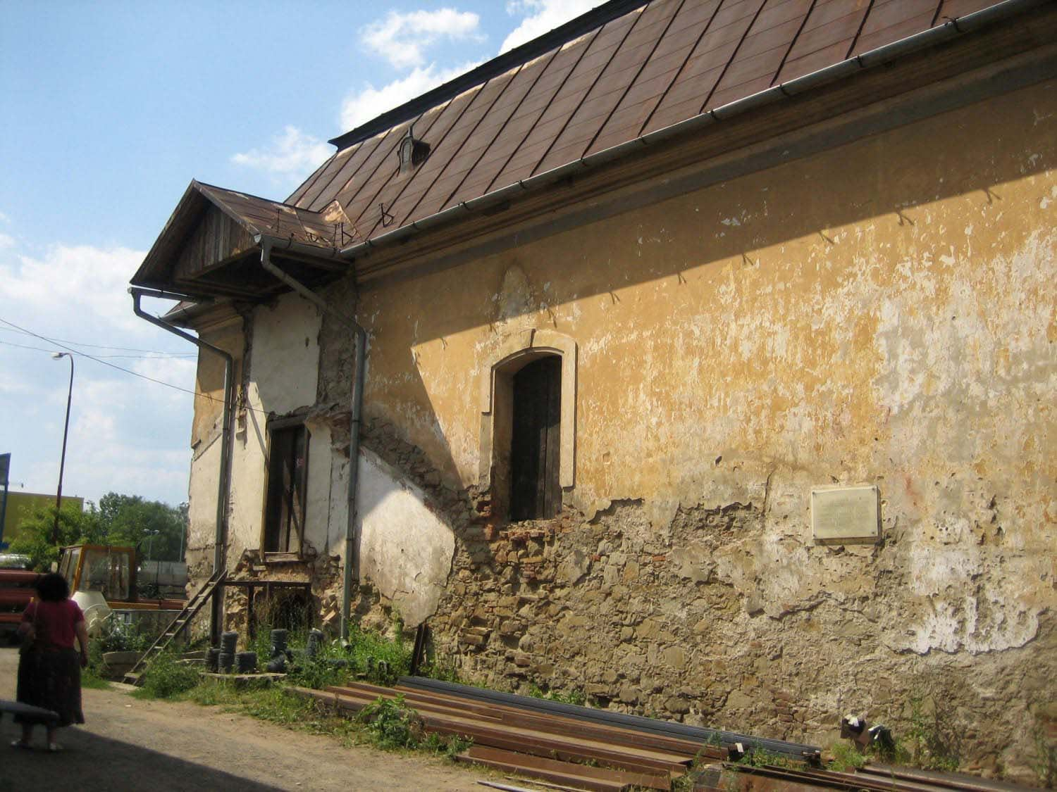 Destroyed entrance to the Women's Gallery of Bardejov Old Synagogue