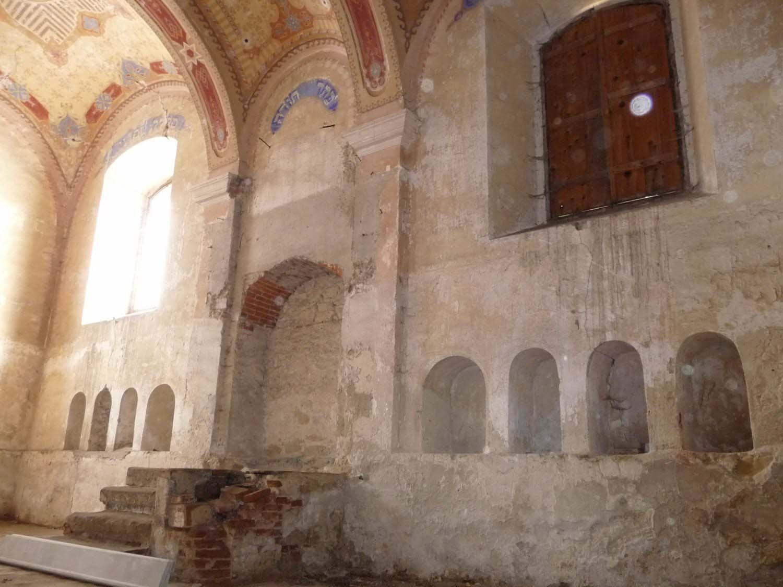 Bardejov Old Synagogue interior showing placement of Aron Hakodesh