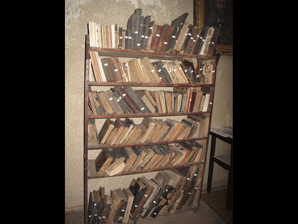Preserved prayer books in Bikur Cholim