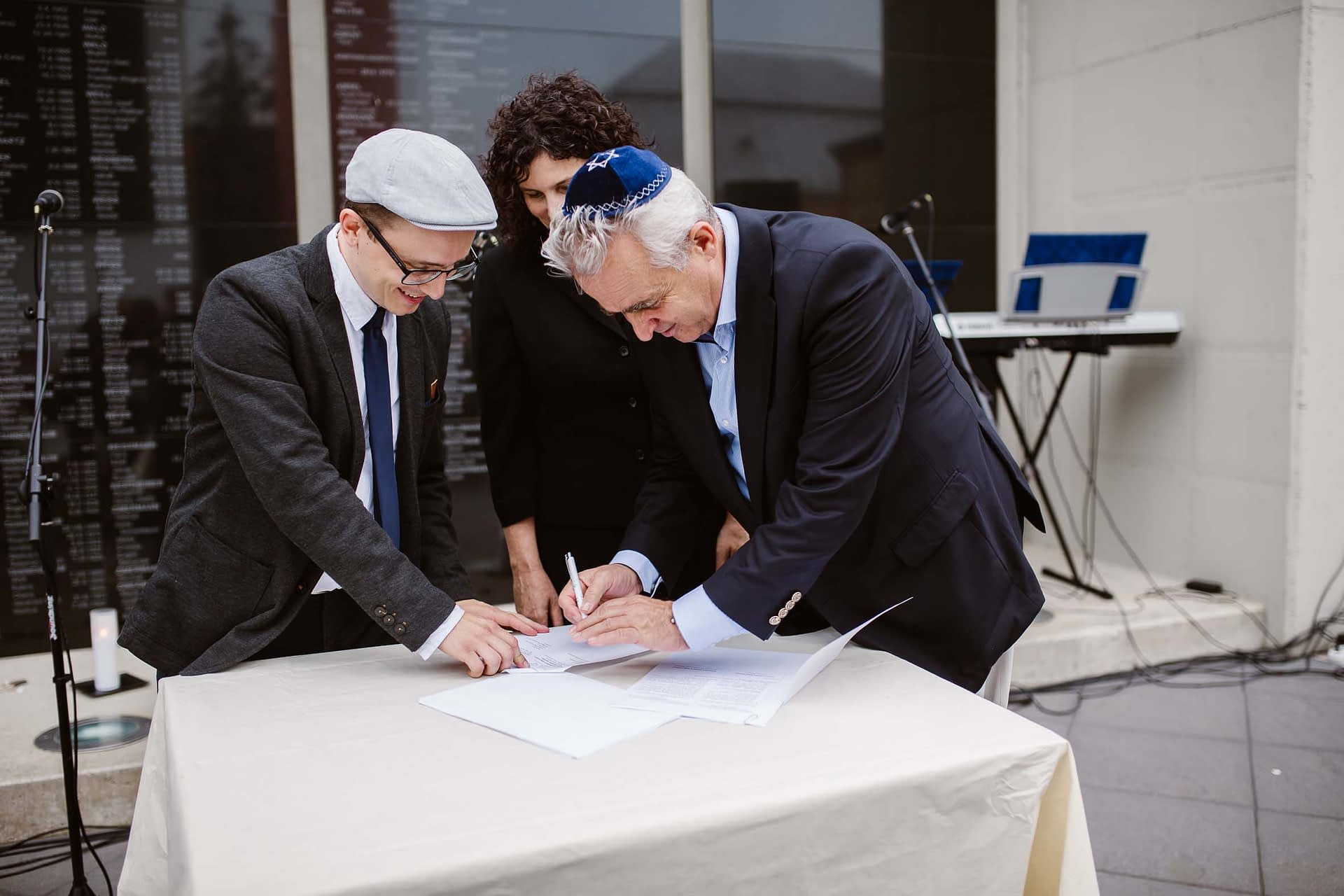 Signing of the contract between Bardejov Jewish Preservation Committee and the Federation of Jewish Communities in Slovakia (UZZNO) for the restoration of the Beith Hamidrash