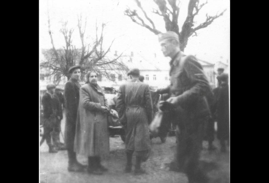 1942 deportation in Bardejov Town Square